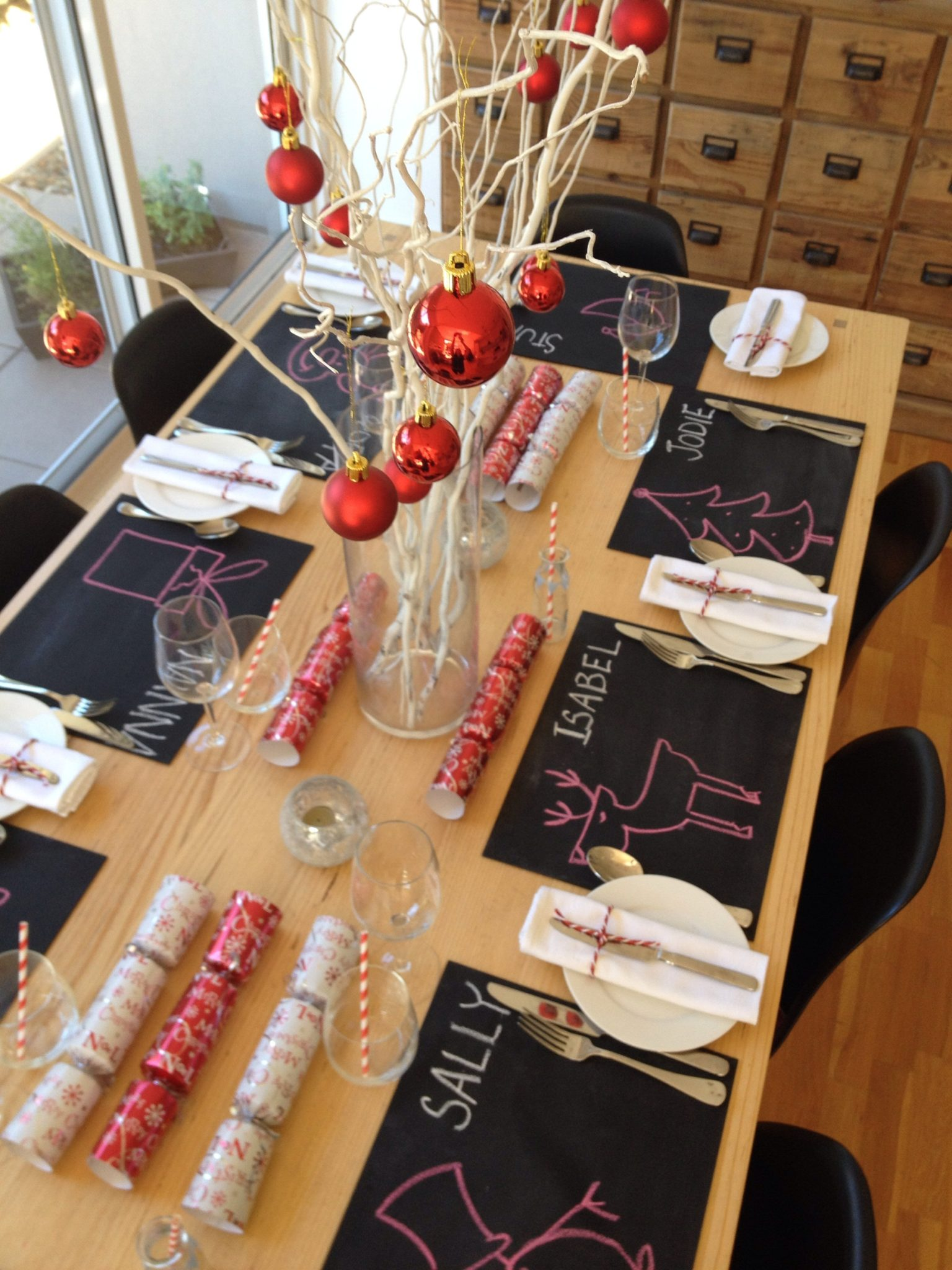 modern christmas lunch table setting & modern christmas lunch table setting - Willamette Living Magazine